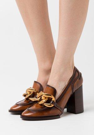 High heels - tan