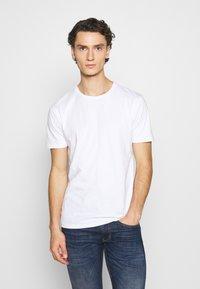 Minimum - LUKA  - Jednoduché triko - white - 0