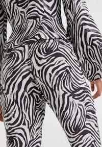 PULL&BEAR - ZEBRAMUSTER - Trousers - black - 3