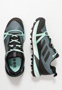 adidas Performance - TERREX SKYCHASER LT GTX - Chaussures de marche - ash grey/core black/clear mint - 1