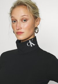 Calvin Klein Jeans - NECK ROLL NECK - Long sleeved top - black - 4