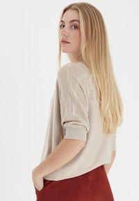 Fransa - ZUCOT  - T-shirts print - tile sand - 3