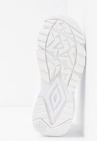 Umbro Projects - PHOENIX  - Sneakersy niskie - white - 6