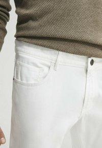Massimo Dutti - Slim fit jeans - white - 3