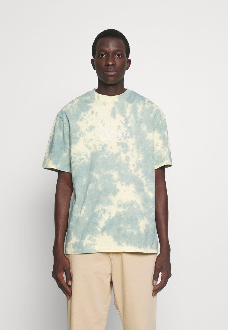 Karl Kani - SIGNATURE TIE DYE TEE UNISEX  - T-shirt imprimé - light yellow