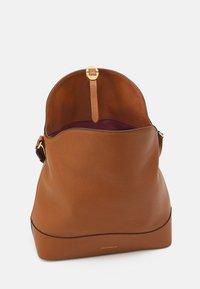 Coccinelle - JOSEPHINE - Handbag - caramel - 2