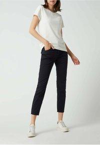 MAC Jeans - SLIM FIT IN 7/8-LÄNGE - Straight leg jeans - dunkelblau - 1