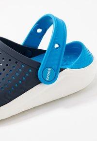 Crocs - LITERIDE - Pool slides - navy/white - 2
