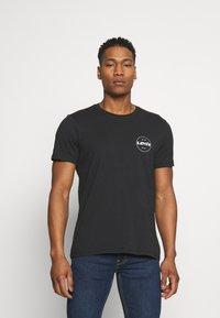 Levi's® - CREWNECK GRAPHIC 2 PACK - T-shirt med print - madder brown/caviar - 1
