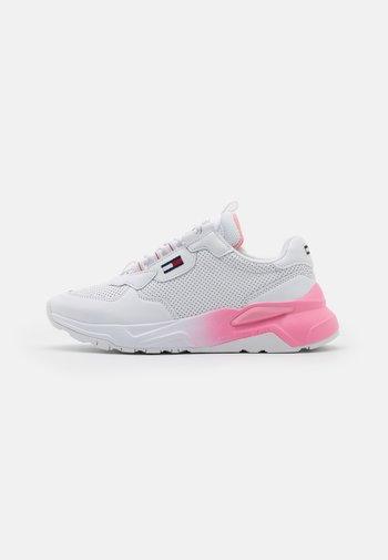 CHUNKY TECH GRADIENT RUNNER - Sneaker low - white