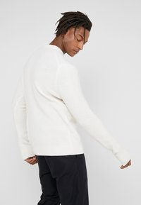 Filippa K - TOBIAS - Jumper - almond white