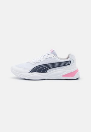 90S RUNNER NU WAVE JR UNISEX - Zapatillas de running neutras - white/peacoat/sachet pink