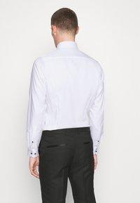 OLYMP Level Five - BODY FIT - Formal shirt - weiß - 2