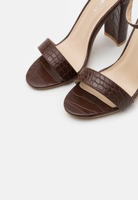 Glamorous Wide Fit - High heeled sandals - coffee - 5