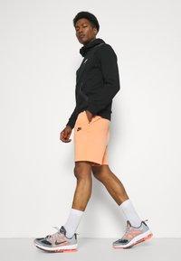 Nike Sportswear - WASH - Shorts - orange frost/black - 3