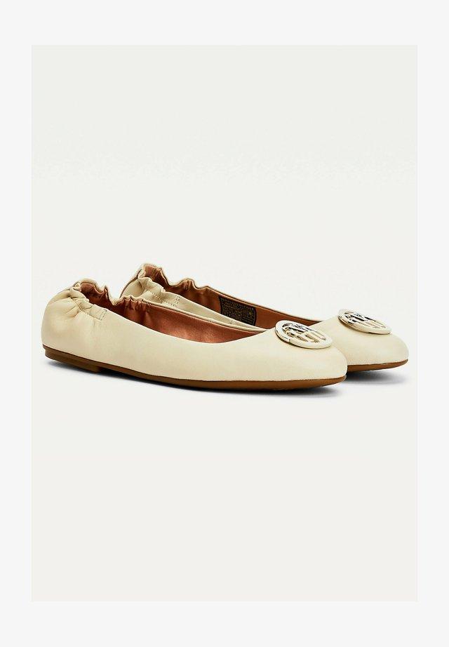BASIC  - Ballerina's - classic beige