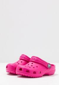 Crocs - CLASSIC - Pool slides - candy pink - 3