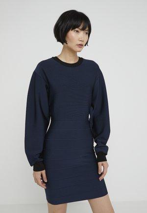 SLEEVE DRESS - Pouzdrové šaty - eclipse