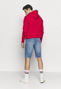 Tommy Jeans - SCANTON HERITAGE - Szorty jeansowe - light blue denim - 2