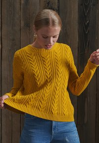 Superdry - DROPPED SHOULDER CABLE CREW NECK - Jumper - boston yellow - 1
