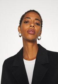 Selected Femme Tall - SLFSASJA COAT  - Klasický kabát - black - 3