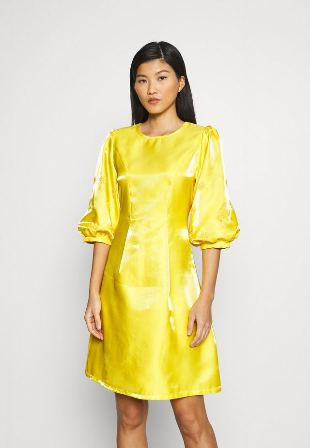 ABIGAIL DRESS - Korte jurk - yellow
