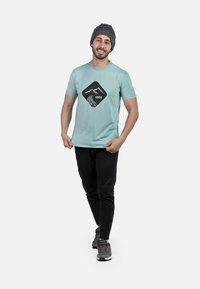 IZAS - T-shirt imprimé - wasabi - 1