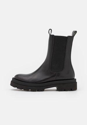 SHADE - Kotníkové boty na platformě - schwarz