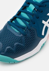 ASICS - GEL-RESOLUTION 8 UNISEX - Multicourt tennis shoes - mako blue/white - 5