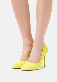 BEBO - ANTIX - Escarpins à talons hauts - yellow - 0