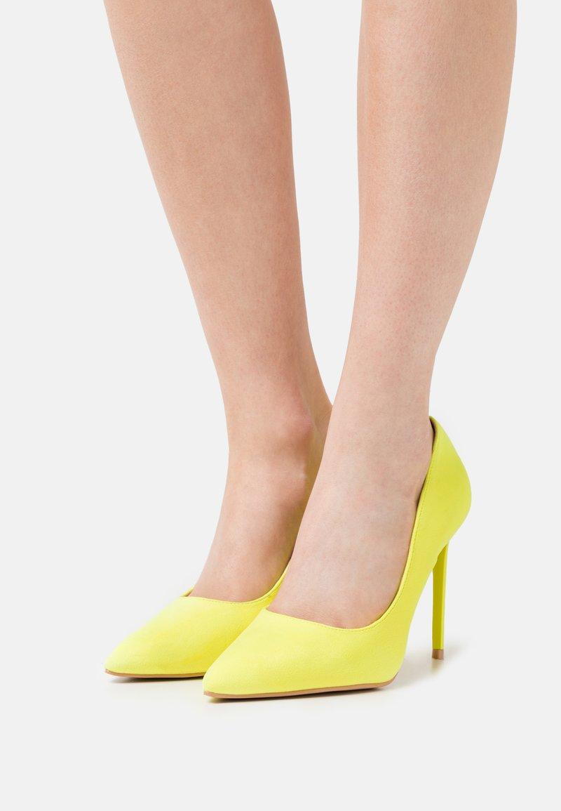BEBO - ANTIX - Escarpins à talons hauts - yellow
