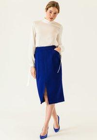 IVY & OAK - Pencil skirt - illuminated blue - 1