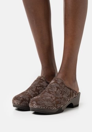 TAIRA - Clogs - brown