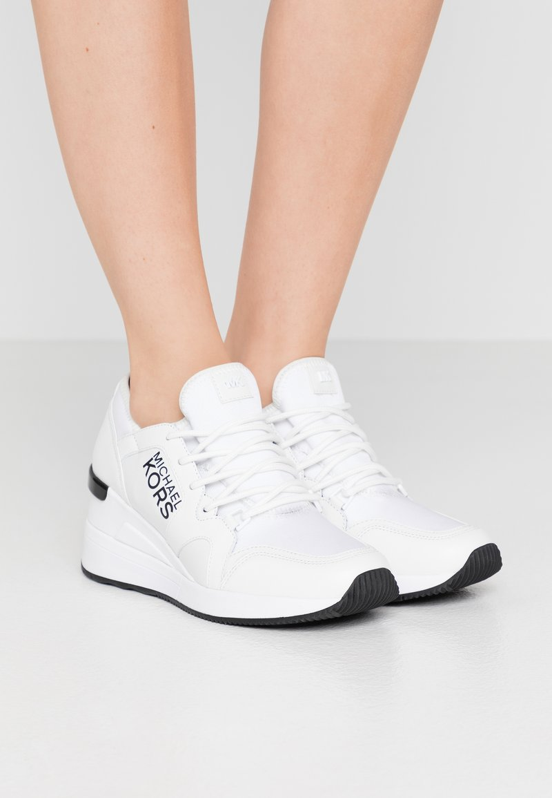 MICHAEL Michael Kors - LIV TRAINER - Sneakers laag - optic white