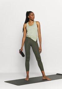 Nike Performance - YOGA LAYER TANK - Sportshirt - celadon heather/olive aura - 1