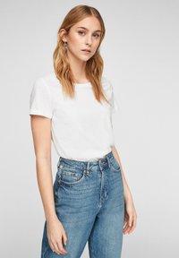 QS by s.Oliver - Basic T-shirt - white - 3