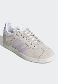 adidas Originals - GAZELLE SHOES - Trainers - brown - 4