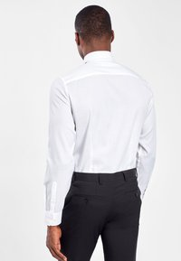 Next - WHITE SLIM FIT SINGLE CUFF WING COLLAR SHIRT WITH BOW TIE AND PO - Formal shirt - white - 1