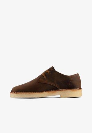 DESERT KHAN - Sportieve veterschoenen - brown