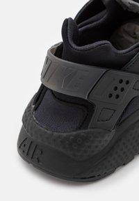 Nike Sportswear - AIR HUARACHE UNISEX - Trainers - black/anthracite - 7