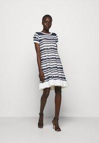 TWINSET - ABITO TRASPARENZE E BALZE - Jumper dress - neve/nero - 1