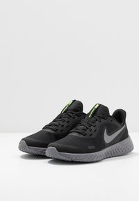 Nike Performance - REVOLUTION 5 - Laufschuh Neutral - black/reflect silver/gunsmoke/volt - 3