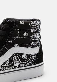Vans - SK8-HI - Höga sneakers - black/true white - 5