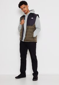 The North Face - ACONCAGUA VEST - Bodywarmer - black / new taupe green - 6