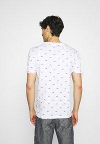 Pier One - T-shirt med print - white - 2