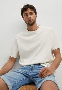 Mango - Denim shorts - azul medio - 5