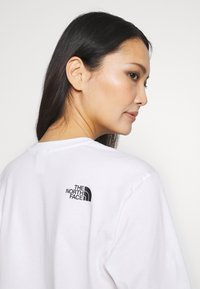 The North Face - EASY TEE - T-shirts med print - white - 5
