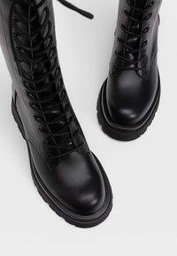 Stradivarius - Šněrovací vysoké boty - black - 3