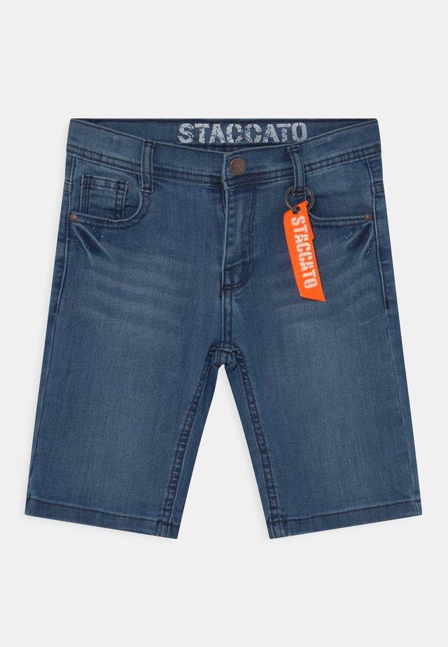 BERMUDAS - Shorts di jeans - light blue denim