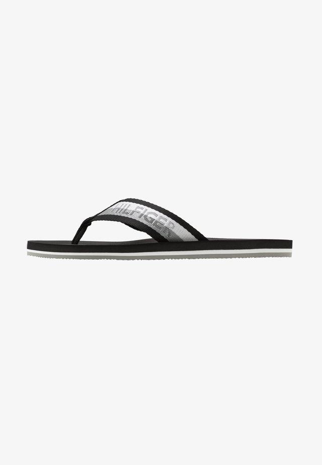 COMFORT BEACH - Sandály s odděleným palcem - black